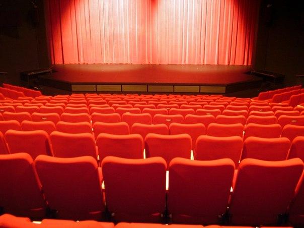 Театральные подмостки